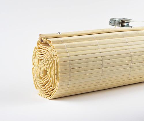 bamboe vouwgordijn natuur gekleurd opgerold