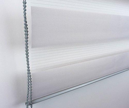 Detailfoto van duo rolgordijn grijs inclusief ketting uitgerold