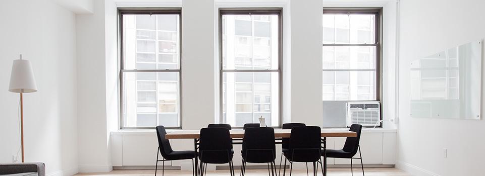 Haal de sfeer in huis met raamdecoratie