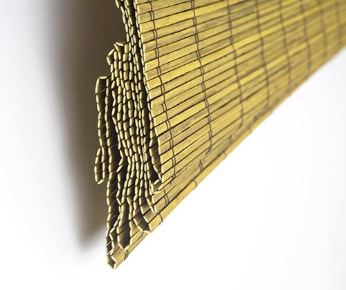 Bamboe vouwgordijn goudbruin deels opgevouwen